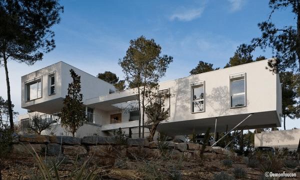 maison-moderne-porte-a-faux